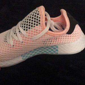 adidas Shoes - Adidas deerupt sneaker